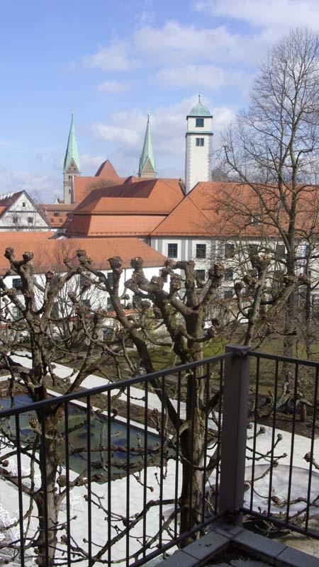 augsburg ferienwohnung hofgarten. Black Bedroom Furniture Sets. Home Design Ideas