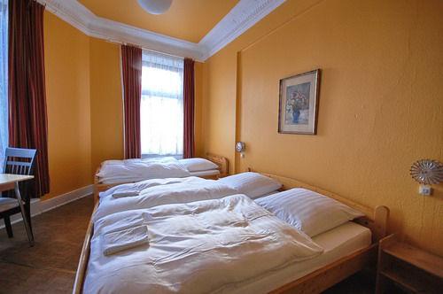 hamburg hotel pension kieler hof. Black Bedroom Furniture Sets. Home Design Ideas